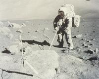 月面のシュミット宇宙飛行士