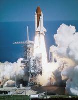 スペースシャトル打上げ 23018048982| 写真素材・ストックフォト・画像・イラスト素材|アマナイメージズ