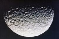 土星の衛星ミマス 23018049001| 写真素材・ストックフォト・画像・イラスト素材|アマナイメージズ