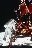 月面におりるオルドリン宇宙飛行士(アポロ11号)