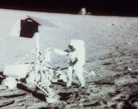 月面の宇宙飛行士とサーベィヤー3号(アポロ12号)
