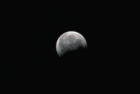 部分月食17 23018051034| 写真素材・ストックフォト・画像・イラスト素材|アマナイメージズ