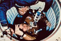 ドッキングしたアポロ宇宙船とソユーズ