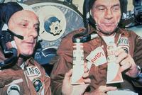 ソユーズ内のアポロ宇宙飛行士