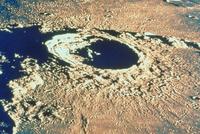 月のエラトステネス(クレーター) 23018051324| 写真素材・ストックフォト・画像・イラスト素材|アマナイメージズ