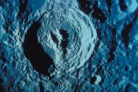 月のキング・クレーター(アポロ16号) 23018051327| 写真素材・ストックフォト・画像・イラスト素材|アマナイメージズ