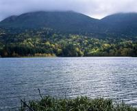 オンネトー湖 北海道 23018053612| 写真素材・ストックフォト・画像・イラスト素材|アマナイメージズ