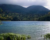 オンネトー湖 北海道 23018053613| 写真素材・ストックフォト・画像・イラスト素材|アマナイメージズ