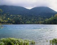 オンネトー湖 北海道 23018053615| 写真素材・ストックフォト・画像・イラスト素材|アマナイメージズ