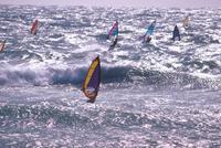 ウィンドサーフィン 23018054127| 写真素材・ストックフォト・画像・イラスト素材|アマナイメージズ
