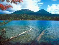 オンネトー湖 23018054133| 写真素材・ストックフォト・画像・イラスト素材|アマナイメージズ