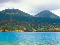 オンネトー湖 23018054184| 写真素材・ストックフォト・画像・イラスト素材|アマナイメージズ