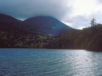 オンネトー湖 23018054191| 写真素材・ストックフォト・画像・イラスト素材|アマナイメージズ