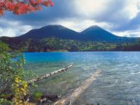オンネトー湖 23018054192| 写真素材・ストックフォト・画像・イラスト素材|アマナイメージズ