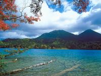 オンネトー湖 23018054234| 写真素材・ストックフォト・画像・イラスト素材|アマナイメージズ