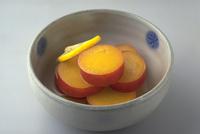さつまいものレモン煮 23018057222| 写真素材・ストックフォト・画像・イラスト素材|アマナイメージズ