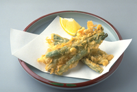 いんげんの天ぷら 23018057239| 写真素材・ストックフォト・画像・イラスト素材|アマナイメージズ
