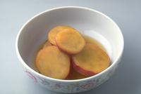 さつまいもの醤油煮 23018057269| 写真素材・ストックフォト・画像・イラスト素材|アマナイメージズ