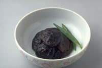 しいたけの醤油煮 23018057270| 写真素材・ストックフォト・画像・イラスト素材|アマナイメージズ