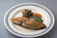 さわらのステーキ 23018057280| 写真素材・ストックフォト・画像・イラスト素材|アマナイメージズ