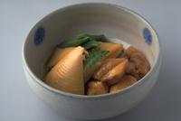 たけのこととり肉の煮物 23018057296| 写真素材・ストックフォト・画像・イラスト素材|アマナイメージズ