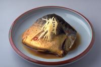 さばの醤油煮 23018057315| 写真素材・ストックフォト・画像・イラスト素材|アマナイメージズ