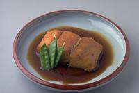 さわらの煮つけ 23018057344| 写真素材・ストックフォト・画像・イラスト素材|アマナイメージズ