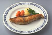 ぶりのステーキ 23018057378| 写真素材・ストックフォト・画像・イラスト素材|アマナイメージズ