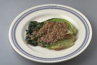 豚挽き肉とチンゲンサイの炒め物 23018057388| 写真素材・ストックフォト・画像・イラスト素材|アマナイメージズ