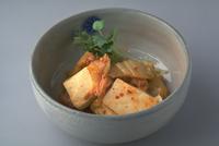 豆腐とキムチの炒め物 23018057400| 写真素材・ストックフォト・画像・イラスト素材|アマナイメージズ