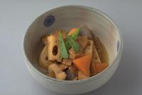 油揚げと野菜のうま煮 23018057416| 写真素材・ストックフォト・画像・イラスト素材|アマナイメージズ