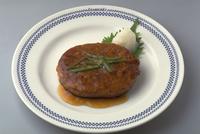 ハンバーグ(豆腐入り) 23018057419| 写真素材・ストックフォト・画像・イラスト素材|アマナイメージズ