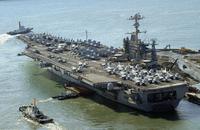 米海軍の原子力空母ジョージ・ワシントン