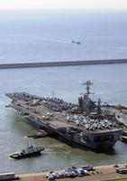 米海軍の原子力空母ジョージ・ワシントン 23023001155| 写真素材・ストックフォト・画像・イラスト素材|アマナイメージズ