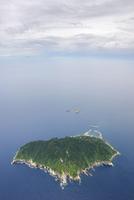 福岡県宗像市の沖ノ島 23023003932| 写真素材・ストックフォト・画像・イラスト素材|アマナイメージズ