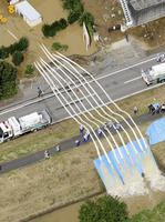 大規模水害 ホースを使った排水作業