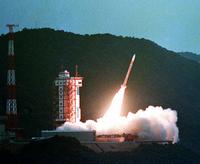 第9号科学衛星「おおぞら」打ち上げに成功=鹿児島県内之浦町の鹿児島宇宙空間観測所 23023004575| 写真素材・ストックフォト・画像・イラスト素材|アマナイメージズ