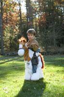 カウボーイのハロウィーン衣装を着た少年