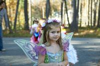妖精のハロウィーン衣装を着た少女