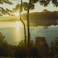 湖畔での日の出