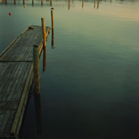 湖のデッキ
