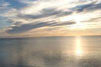夕日が沈む海の風景