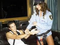 SMをする男性と女性 警察プレイ