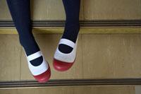 上履きを履いた女子高生の足