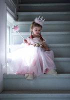 プリンセスのコスチュームを着た女の子