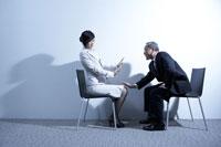 女性社員にセクハラする男性上司