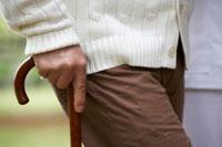 シニア男性が持っている杖