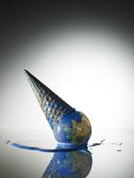 溶けている地球アイスクリーム 24015000571| 写真素材・ストックフォト・画像・イラスト素材|アマナイメージズ