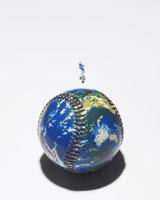 地球ボールとバッターのフィギア