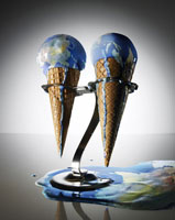2つの地球アイス 24015000663| 写真素材・ストックフォト・画像・イラスト素材|アマナイメージズ